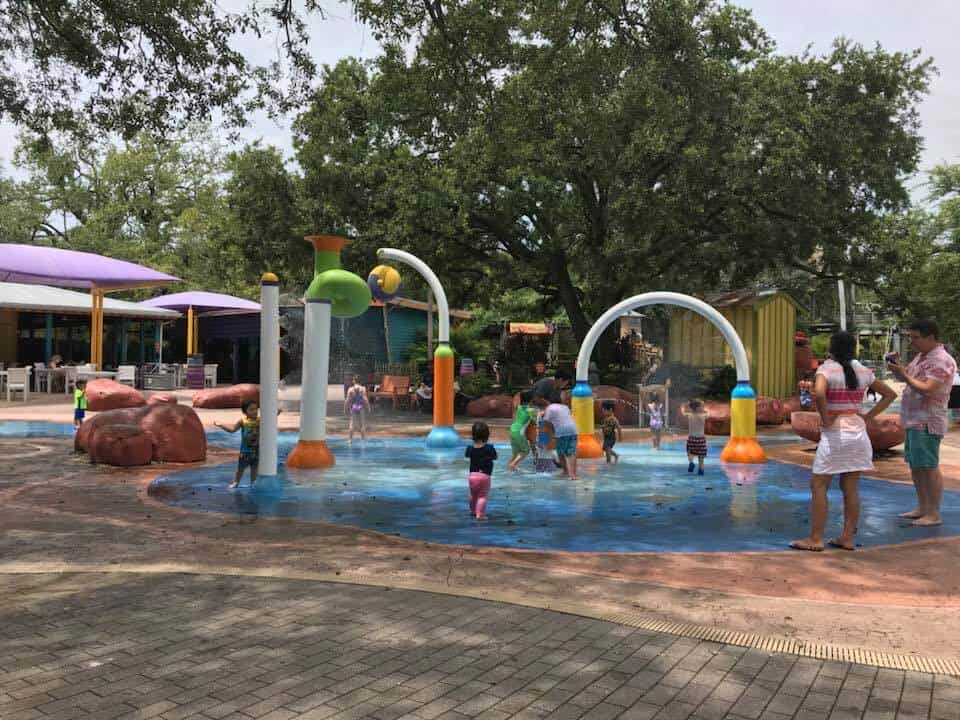Kids playing in a spraypark at the Tampa Bay Zoo