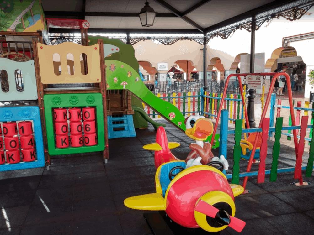 Mercado Municipal Nuestra Senora de Africa Santa Cruz de Tenerife kids play area